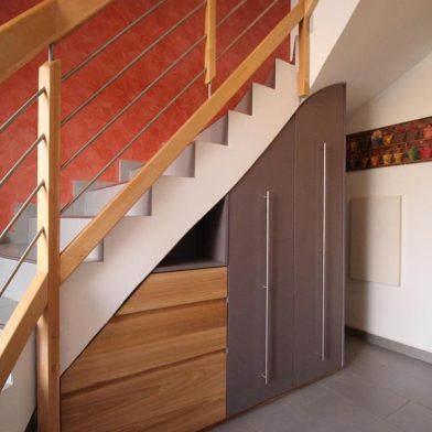 Einbauschrank Treppe - Gesamtansicht von links