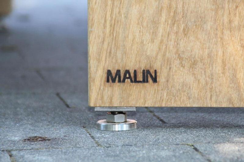 Sitzgarnitur aus Eiche - Detailansicht Branding