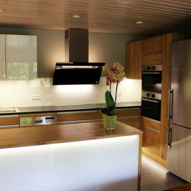 Frontansicht - Küchendesign aus Eiche und Stein