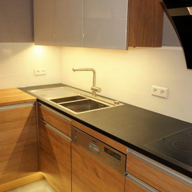 Arbeitsplatte - Küchendesign aus Eiche und Stein