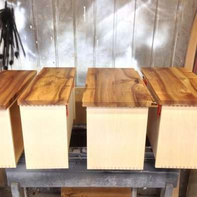 Wohnwand Nußbaum - Schubladen in der Fertigung