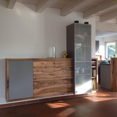 Wohnwand Nußbaum - Ansicht der fertigen und montierten Wohnwand
