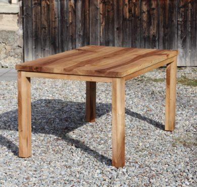 Nußbaum Tisch