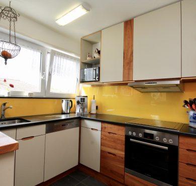 Küche -Linoleum & Holz-